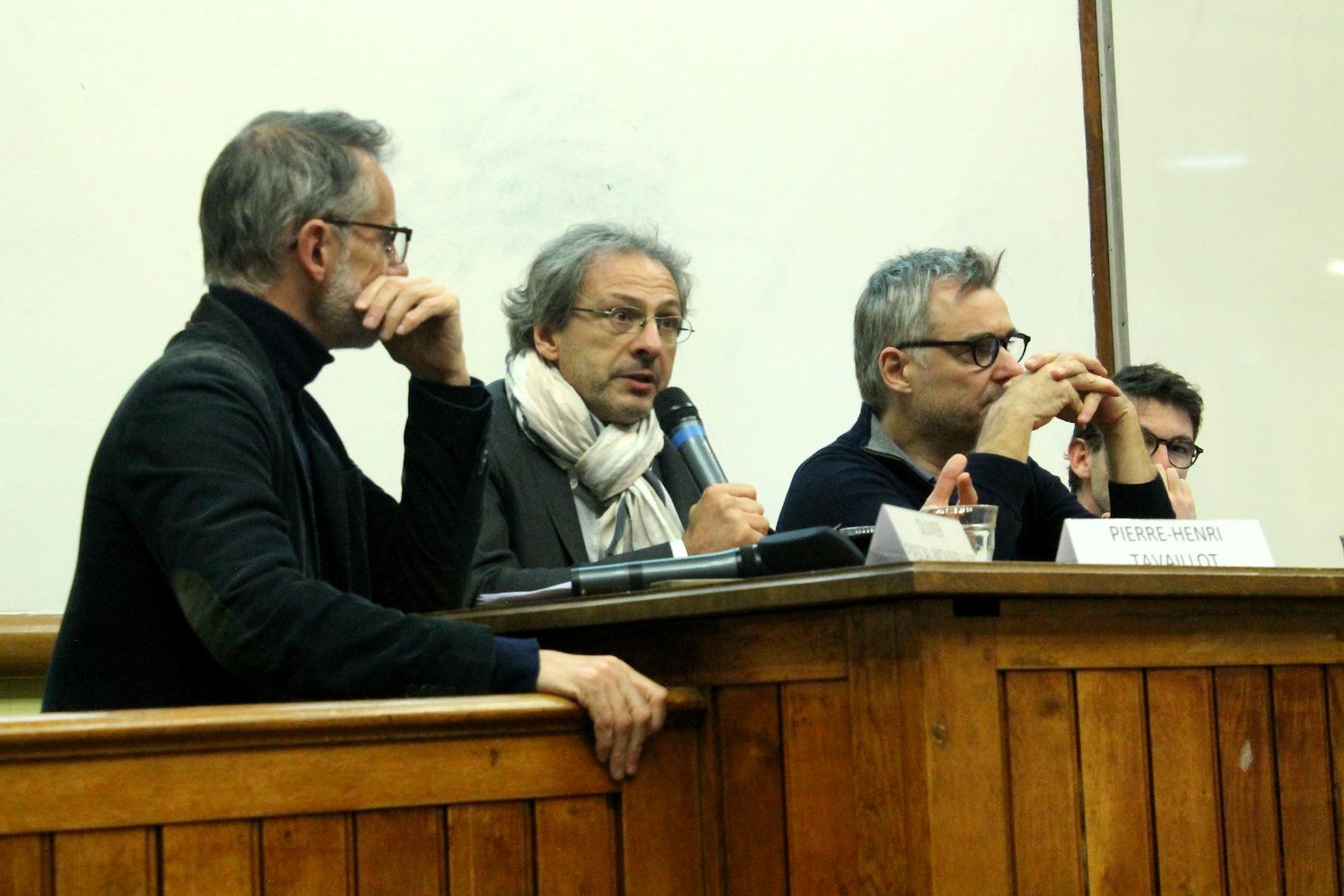 Le débat, animé par Olivier Pascal-Moussellard de Télérama (à gauche), a réuni (de gauche à droite) Pierre-Henri Tavoillot, Emmanuel Dockès et Antoine Dulin.